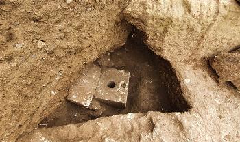 2700-Jahre-alte-Toilette-aus-der-Zeit-des-Ersten-Tempels-in-Jerusalem-entdeckt-Video