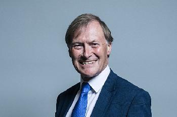 Großbritanien: Konservativer Parlamentsabgeordneter von Somalier ermordet [Video]