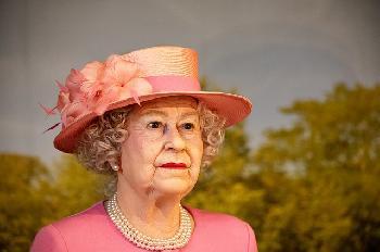 Knigin-Elizabeth-II-verbrachte-eine-Nacht-im-Krankenhaus-verrt-der-Palast