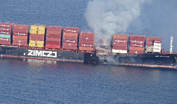 Frachtschiff-mit-Gefahrgut-fngt-Feuer-vor-British-Columbia