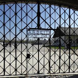 Gedenkfeier anlässlich des 71. Jahrestages der Befreiung des Konzentrationslagers Dachau