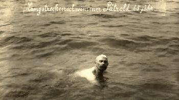Kurz bleibt cool und Kleber geht baden [Video]
