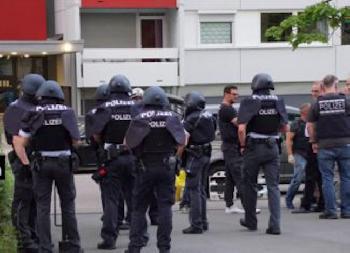 Schwertmörder von Stuttgart mit falscher Idendität in Deutschland [Video]