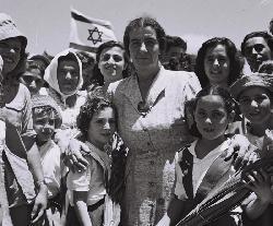 Warum müssen sich Frauen zwischen Feminismus und Zionismus, aber keinem anderen `ismus´ entscheiden?