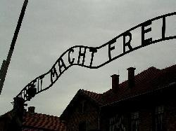 Eine palästinensische Studentin verteidigt ihren Besuch in Auschwitz