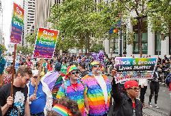 Warum lassen westliche Homosexuelle ihre islamischen Brüder im Stich