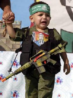 Dokumentation einer israelischen Gruppe beschuldigt Hamas Kindersoldaten auszubilden