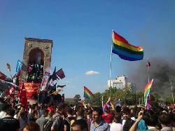 """Regenbogenfahne über den Protestzügen -türkische Medien sehen Â""""die Juden hinter den Unruhen steckenÂ"""""""