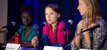 Greta: Ohne ihre Puppenspieler gerät sie ins Stottern [Video]