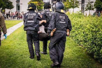 Dringender Handlungsbedarf: Zahlreiche Berliner Polizisten müssen Nebenjob ausüben