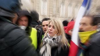 Paris - jeder Demonstrant hat seinen eigenen Polizisten