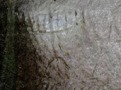 Eingravierte Menora und Kreuz in Höhlenwand entdeckt