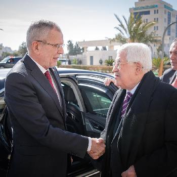 Ein Österreicher besucht die Judenmauer von Jerusalem