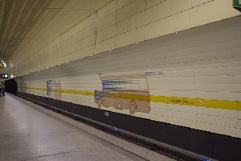 München: Rentnerin von Rolltreppe gestoßen