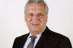 Herrmann    stellt Verfassungsschutzbericht 2015 vor