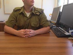 Leutnant Shachar: Der erste IDF-Offizier, der sich als Transgender geoutet hat