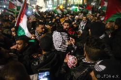 Bei der `friedlichen´ Demonstration wurde offen zur `Intifada´ aufgerufen und der IS-Gruß gezeigt