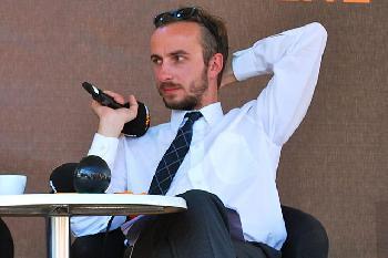 Böhmermanns Leiden: Wenn im Baumarkt die falschen Nachrichten gesendet werden