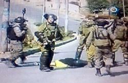 Video: Terrorist tarnt sich als Pressefotograf und sticht Soldaten nieder