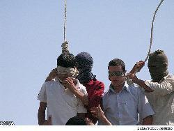 Zwei schwule Männer von IS/ISIS öffentlich hingerichtet