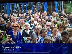 Nicht-muslimische Teilnehmer der Demonstration in Köln finden nur wenige Muslime vor, mit denen sie sich solidarisieren können!
