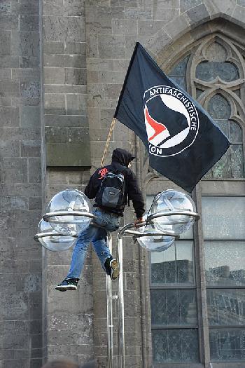 Die Antifa als Grabschänder