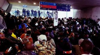 Illegale Migranten blockieren Pariser Flughafenterminal