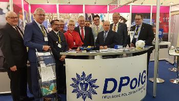 Bayerischer Innenminister Herrmann am DPolG Stand