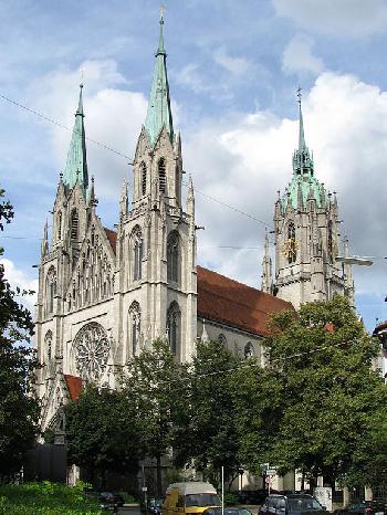 München: Mann stürmt Ostergottesdienst, mehrere Verletzte bei Panik