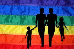 Feier zum Welthumanistentag mit Regenbogenflagge