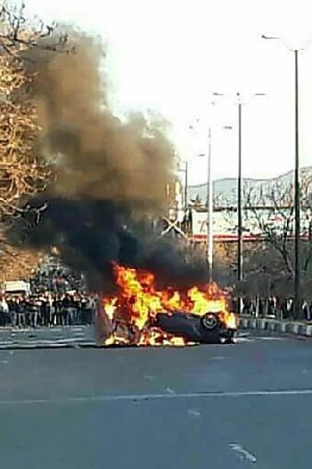 Die iranischen Freunde der Bundesregierung massakrieren ihr Volk