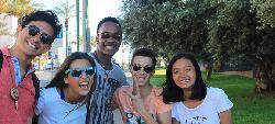 Kinder aus Marokko, Jemen und dem Westjordanland gehen in Israel gemeinsam zur Schule