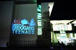 Türkischer Überfall auf Kurden: Lichtprojektion auf das Bundeskanzleramt