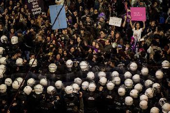 Türkei: Frauenrechtsverletzungen weit verbreitet und systematisch
