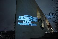 #Afrin: Lichtprojektion am Bundeskanzleramt