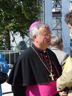 Berlin: Erzbischof will sich für LGBT-Flüchtlinge  engagieren