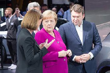 Tante Charly und Mama Merkel