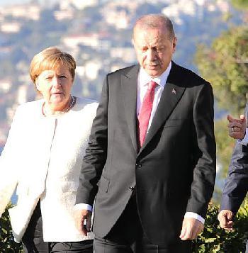 Merkel telefoniert mit Erdogan